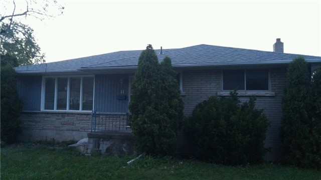 Detached at 11 Glenbarr Rd, St. Catharines, Ontario. Image 1