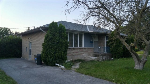 Detached at 11 Glenbarr Rd, St. Catharines, Ontario. Image 3