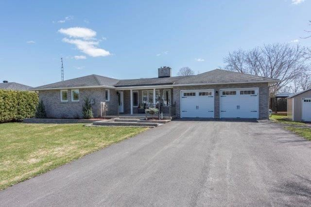 Detached at 102 Macleod Cres, North Glengarry, Ontario. Image 1