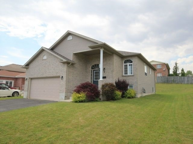 Detached at 2 Riverview Rd, Ingersoll, Ontario. Image 1