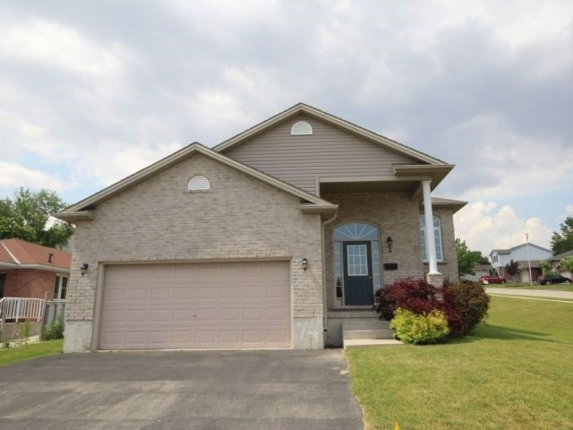 Detached at 2 Riverview Rd, Ingersoll, Ontario. Image 12