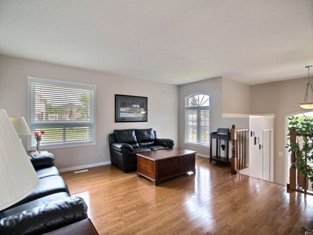 Detached at 2 Riverview Rd, Ingersoll, Ontario. Image 19