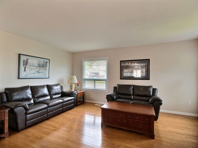 Detached at 2 Riverview Rd, Ingersoll, Ontario. Image 2