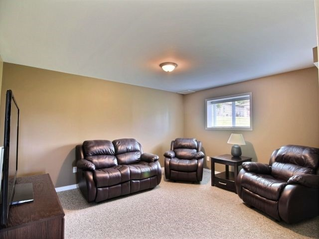 Detached at 2 Riverview Rd, Ingersoll, Ontario. Image 7