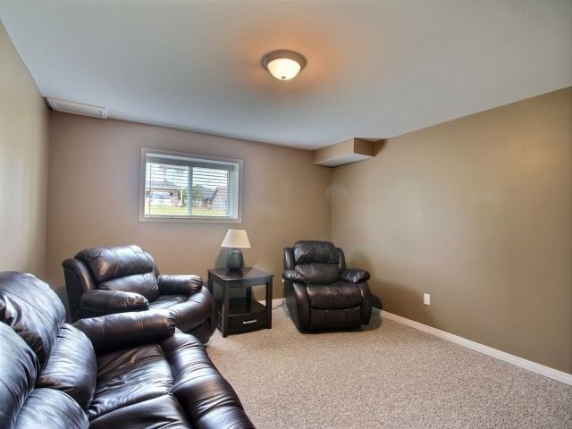 Detached at 2 Riverview Rd, Ingersoll, Ontario. Image 8