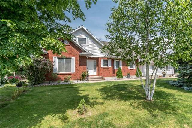 Detached at 4 Settlers Crt, Niagara-on-the-Lake, Ontario. Image 15