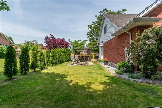 Detached at 4 Settlers Crt, Niagara-on-the-Lake, Ontario. Image 16
