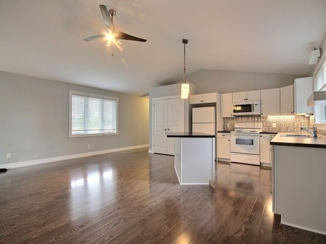 Detached at 1071 Sycamore Ave, Kingsville, Ontario. Image 15