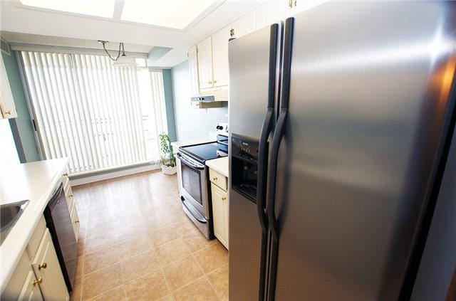 Condo Apartment at 6 Willow St, Unit 2008, Waterloo, Ontario. Image 17