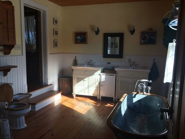 Detached at 135 Allenford Rd, South Bruce Peninsula, Ontario. Image 15
