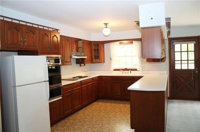 Detached at 3671 Mckenzie Dr, St. Catharines, Ontario. Image 10