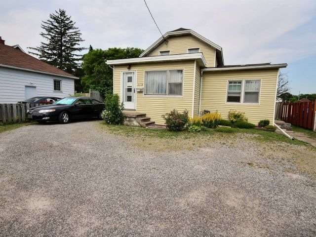 Detached at 252 Vine St, St. Catharines, Ontario. Image 1