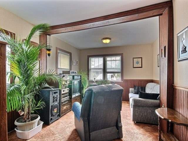 Detached at 252 Vine St, St. Catharines, Ontario. Image 19