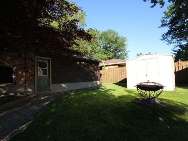 Detached at 58 Pleasant Cres, Brantford, Ontario. Image 6