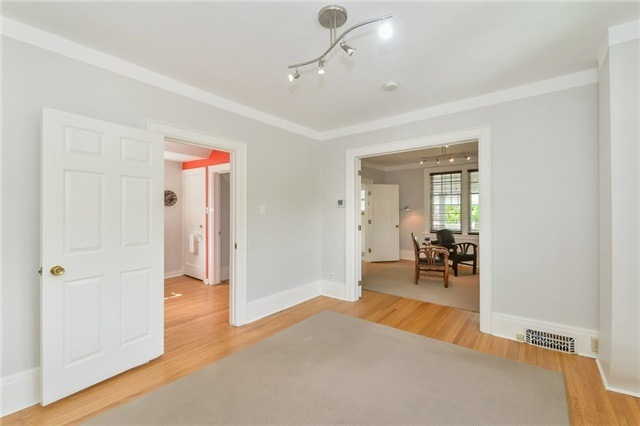 Detached at 591 Woolwich St, Guelph, Ontario. Image 10