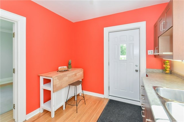 Detached at 591 Woolwich St, Guelph, Ontario. Image 11