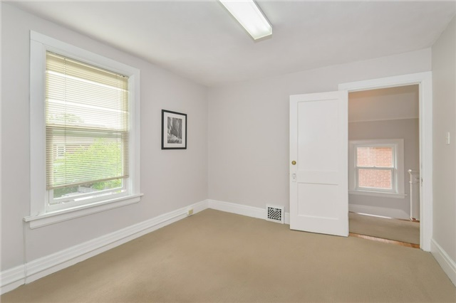 Detached at 591 Woolwich St, Guelph, Ontario. Image 2