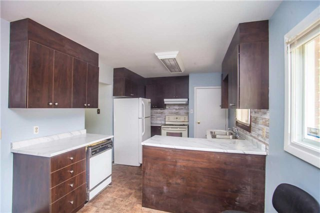 Detached at 40 High St, Waterloo, Ontario. Image 17