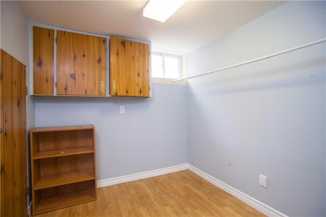 Detached at 40 High St, Waterloo, Ontario. Image 4