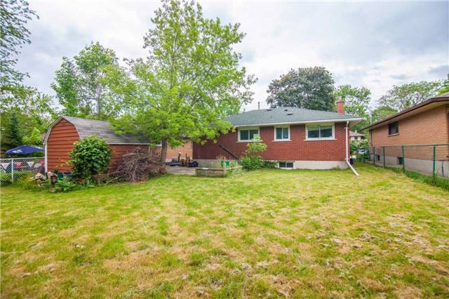 Detached at 40 High St, Waterloo, Ontario. Image 11