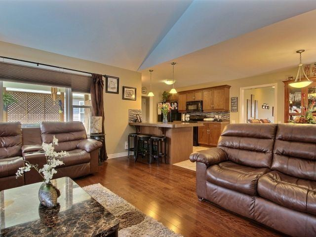 Detached at 320 Empress Ave, Welland, Ontario. Image 18
