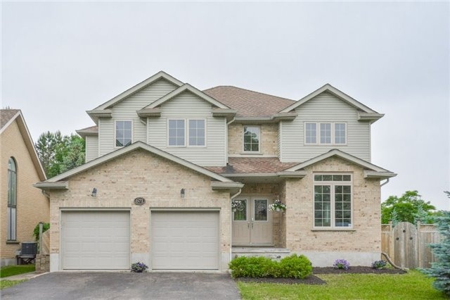 Detached at 671 Beechwood Dr, Waterloo, Ontario. Image 1