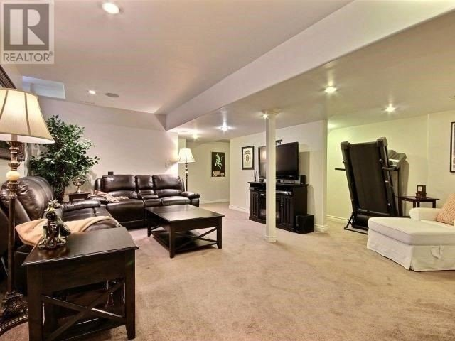 Detached at 1167 Frederica Ave, Windsor, Ontario. Image 5