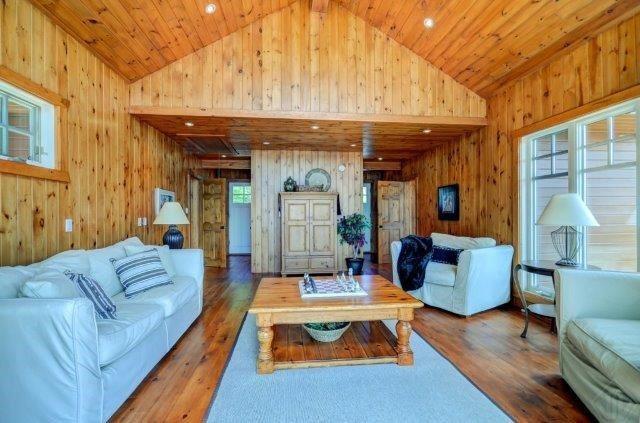 Cottage at 1082 Halls Rd, Unit 5, Muskoka Lakes, Ontario. Image 2