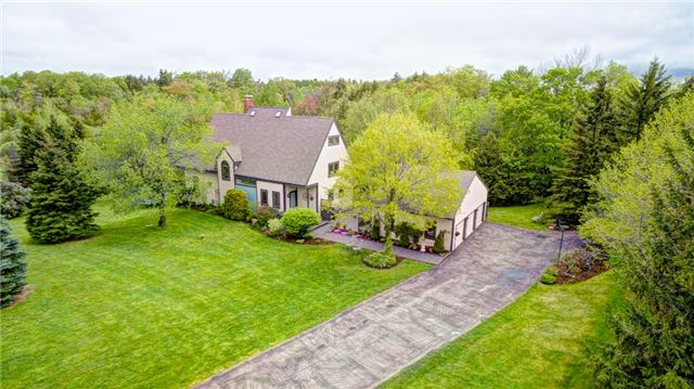 Detached at 32 Old Carriage Rd, East Garafraxa, Ontario. Image 1