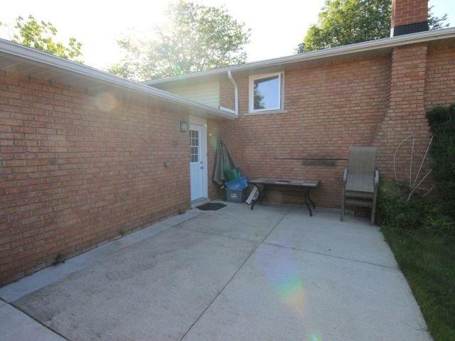 Detached at 102 Bridlewood Dr, Welland, Ontario. Image 10