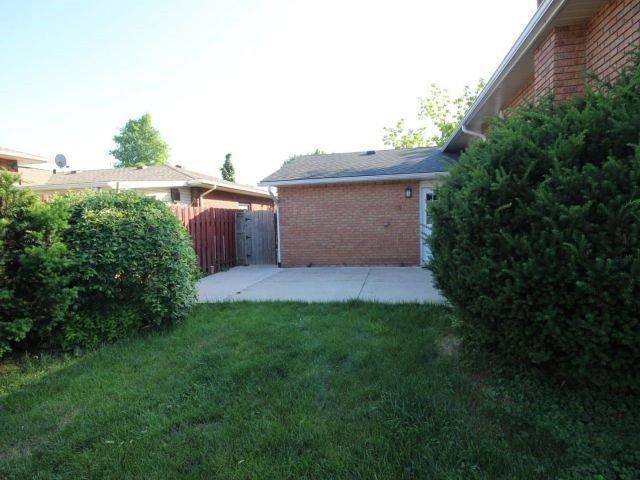 Detached at 102 Bridlewood Dr, Welland, Ontario. Image 11