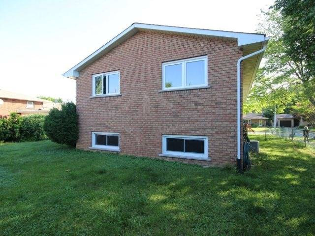 Detached at 102 Bridlewood Dr, Welland, Ontario. Image 13