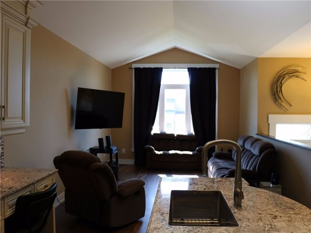 Detached at 307 Marshall Ave, Welland, Ontario. Image 6