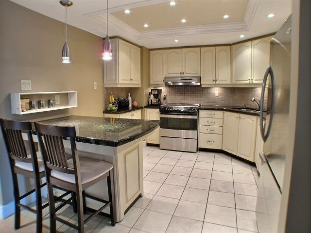 Condo Apartment at 160 George St, Unit 705, Ottawa, Ontario. Image 12