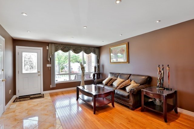 Detached at 338 Templemead Dr, Hamilton, Ontario. Image 14