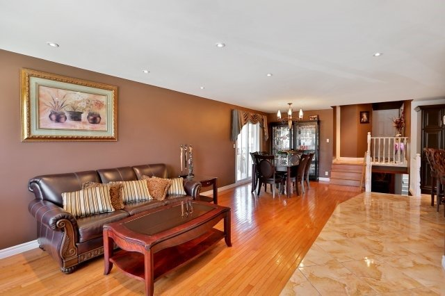 Detached at 338 Templemead Dr, Hamilton, Ontario. Image 16
