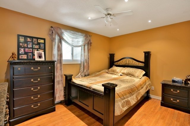 Detached at 338 Templemead Dr, Hamilton, Ontario. Image 2