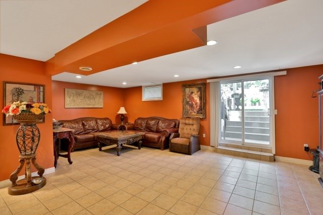 Detached at 338 Templemead Dr, Hamilton, Ontario. Image 5