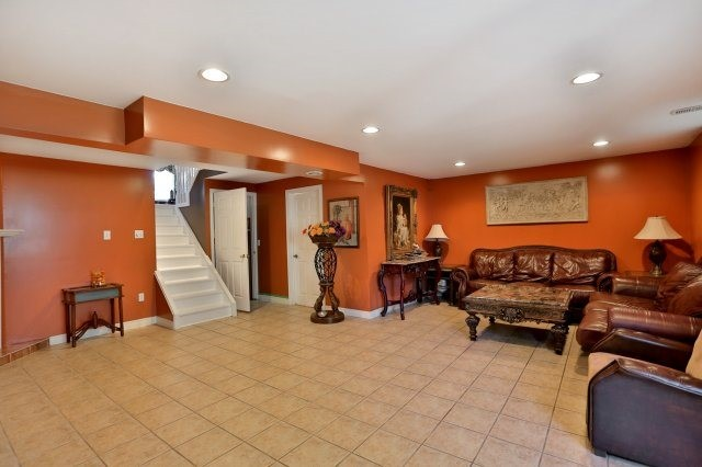 Detached at 338 Templemead Dr, Hamilton, Ontario. Image 6
