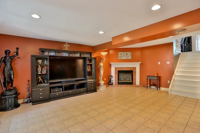 Detached at 338 Templemead Dr, Hamilton, Ontario. Image 7