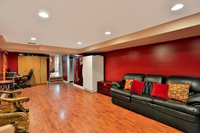 Detached at 338 Templemead Dr, Hamilton, Ontario. Image 10