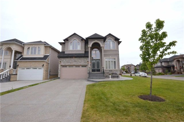 Detached at 19 Lorupe Crt, Hamilton, Ontario. Image 12