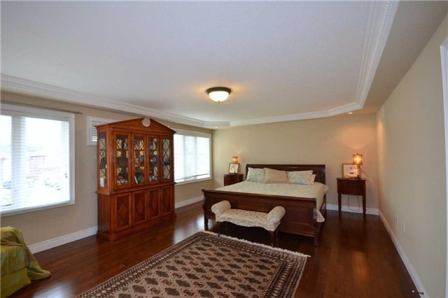 Detached at 19 Lorupe Crt, Hamilton, Ontario. Image 5