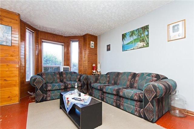 Detached at 242 Wellington St N, Hamilton, Ontario. Image 16