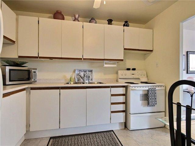 Condo Apartment at 1100 Courtland Ave E, Unit 315, Kitchener, Ontario. Image 11