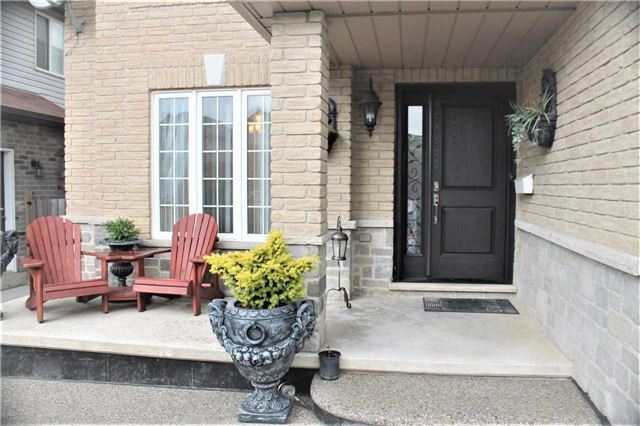 Detached at 384 Old Mud St, Hamilton, Ontario. Image 12