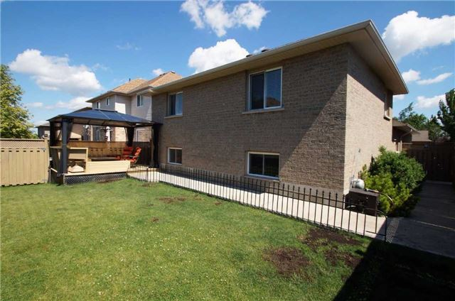 Detached at 58 Corinaldo Dr, Hamilton, Ontario. Image 13