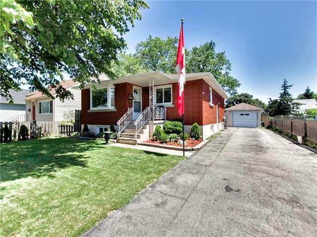 Duplex at 46 Lorne St, St. Catharines, Ontario. Image 1