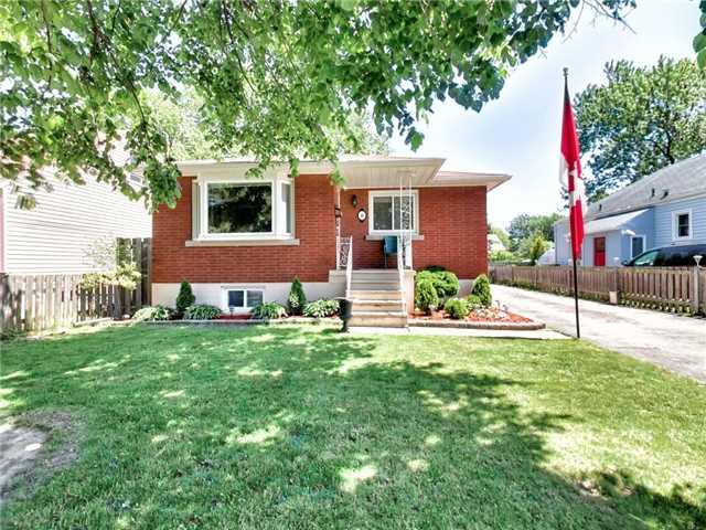 Duplex at 46 Lorne St, St. Catharines, Ontario. Image 12