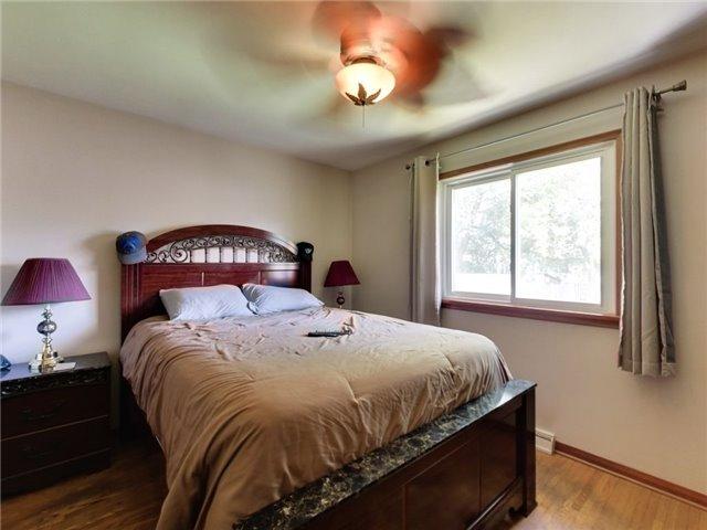 Duplex at 46 Lorne St, St. Catharines, Ontario. Image 3